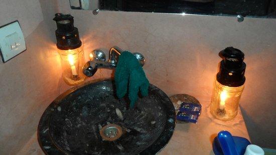Kasbah Bivouac Lahmada: Toilette aux bougies