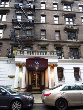 Broadway Hotel and Hostel : Tampak Depan