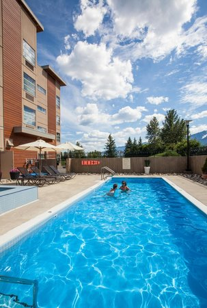 BEST WESTERN PLUS Revelstoke: Exterior Pool