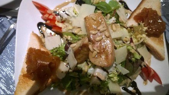 Chez Papa Fred: Entrée : Poelée de foie gras avec copeau de parmesan et toast grillé