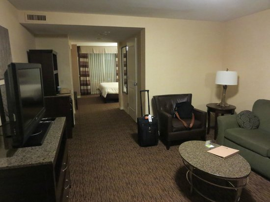 Hilton Garden Inn St Louis Airport: Looking in from the door of Room 214. Couch and worktable not visible, but they're off to the ri