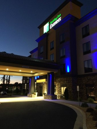 Holiday Inn Express: Outside View