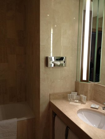 Splendid Etoile Hotel: バスルーム