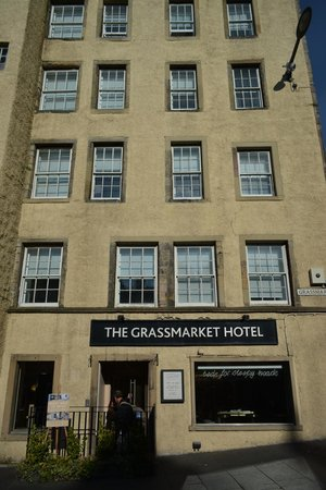 Grassmarket Hotel: Out front