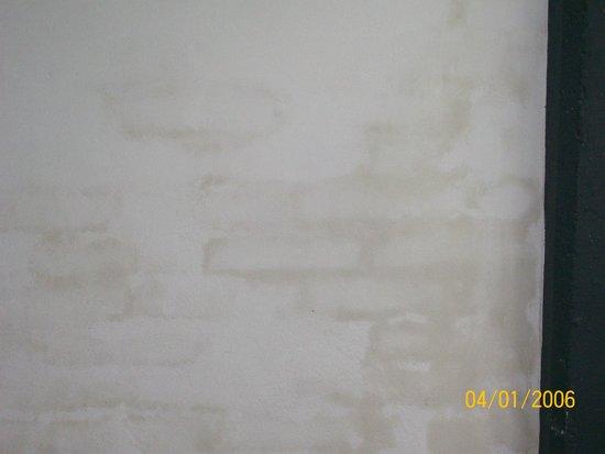 Plaza Milenium : noten la humedad de las paredes