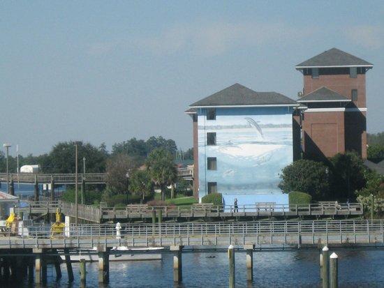 BEST WESTERN PLUS Coastline Inn: view of side of hotel