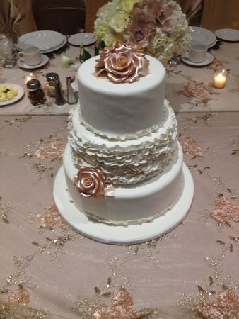 wedding cakes burlington 3 tier wedding cake picture of cakes amp treats 23975
