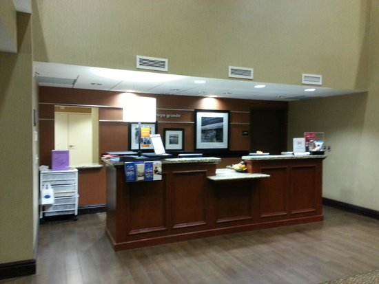 Hampton Inn & Suites Arroyo Grande/Pismo Beach Area: Front Desk