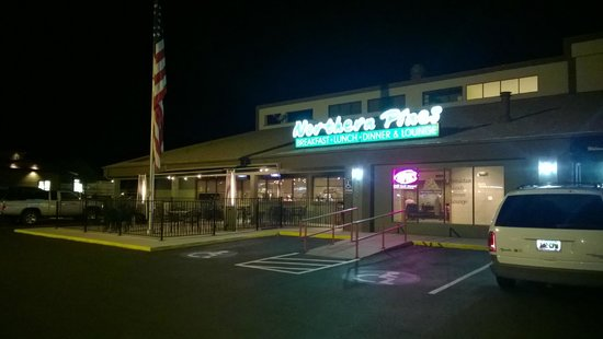 The Northern Pines Restaurant: Northern Pines at Nigth