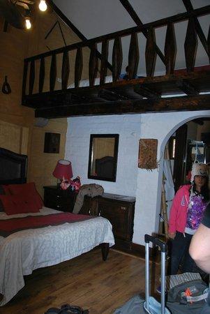 Rumipamba de las Rosas: cabaña familia tres camas arriba dos abajo