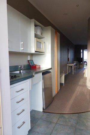 Shoreline Motel Napier: Kitchen