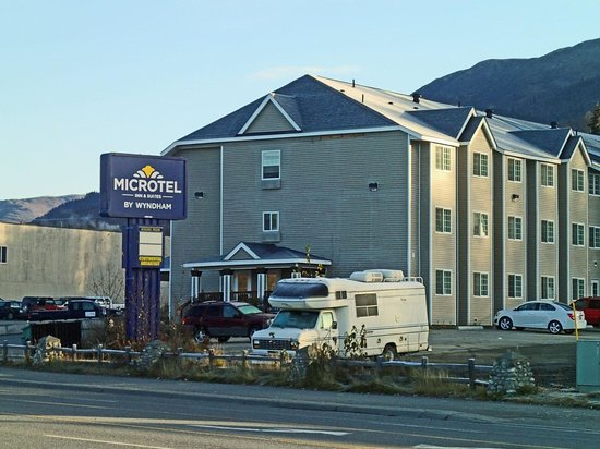 Microtel Inn & Suites by Wyndham Eagle River/Anchorage Are: Microtel Inn & Suites in Eagle River, Alaska with Dianne Roberson