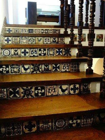 Museo historico municipal Roberto Barilli: La hermosa escalera que sube al mirador de la casa