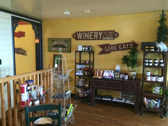 Bluemont Vineyard: Entry to the Tasting Room