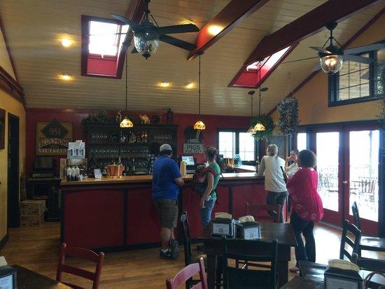 Bluemont Vineyard: Tasting Room