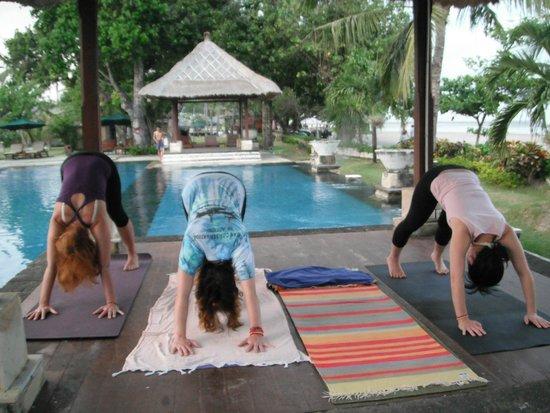 The Patra Bali Resort & Villas : Yoga by the pool and beach