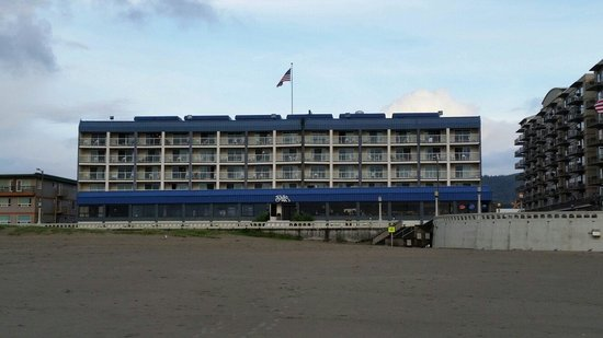 Shilo Inn Suites Hotel - Seaside Oceanfront : View from beach