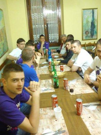 Hotel Ottaviani: Oczekiwanie na posiłek