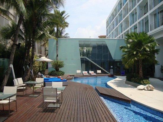 Hotel Baraquda Pattaya - MGallery Collection: бассейн