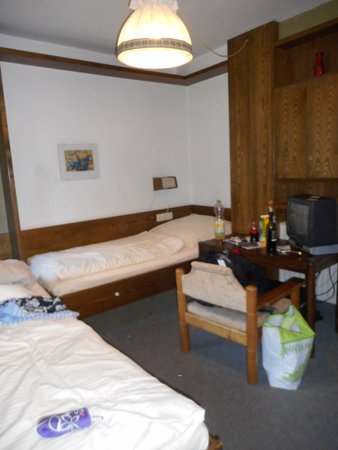 Hotel Friedenshöhe: from balcony door to a bed and tv/table
