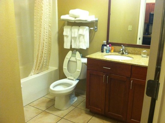 Candlewood Suites Hot Springs: bathroom