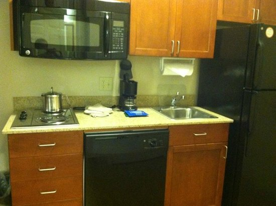 Candlewood Suites Hot Springs: Kitchen.