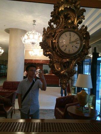 Grand Hotel Barone Di Sassj: Same old lobby