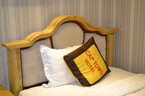Cap Town Hotel: my single bed that can fit two