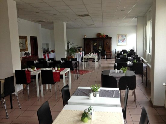 Businesshotel & Appartements Stuttgart-Vaihingen: Breakfast Room