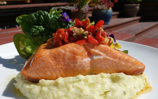 Riverside Cafe: Stewart Island Salmon, with red pepper salsa