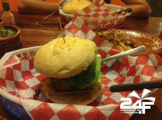 Godzilla's Monster Burgers: ¡Excelentes hamburguesas!