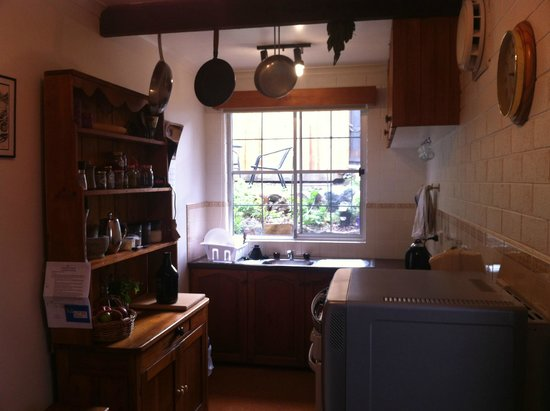Warwick Cottages: Fully equipped kitchen