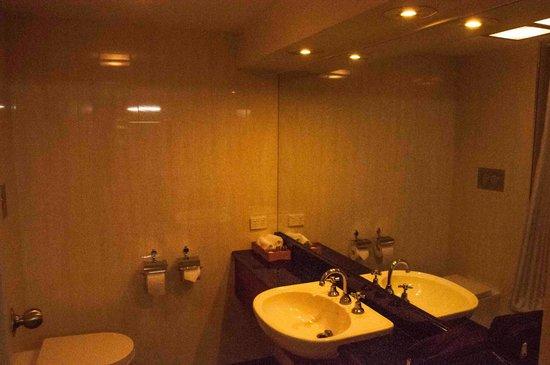 Albury Manor House: Bathroom