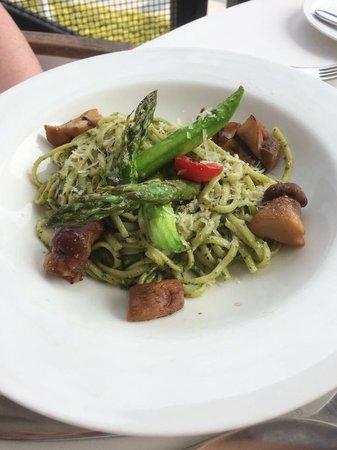 Mijas Spanish Restaurant: Mmmm pesto linguini