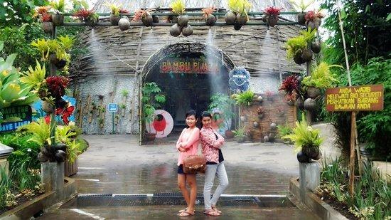 Batu Eco Green Park Fun & Study: Bambu Plaza yg isinya kupu-kupu cantik