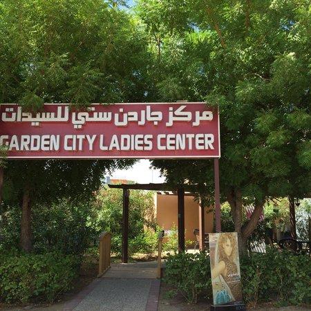 Al Ain, Vereinigte Arabische Emirate: Ladies Salon next to the Rugby club