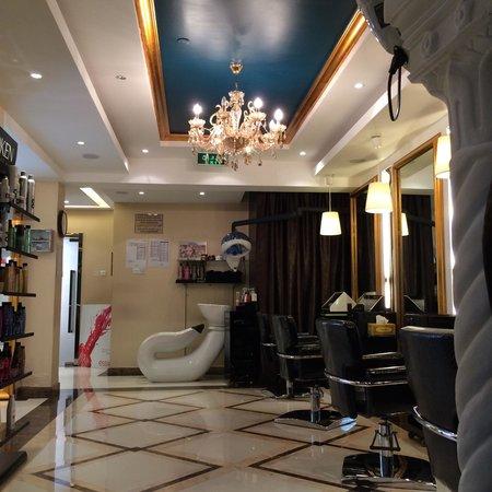 Al Ain, Vereinigte Arabische Emirate: City Garden Ladies Center beauty salon next to the Rugby Club