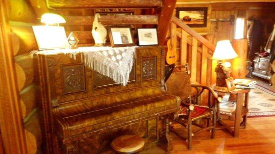 Buffalo Rock Lodge: Piano off entry