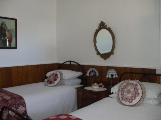 Touchwood Cottages: Twin Bedroom