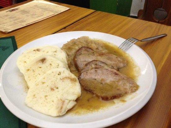 Restaurace U Zlateho Precliku : Schweinsbraten mit Sauerkraut & Knödel