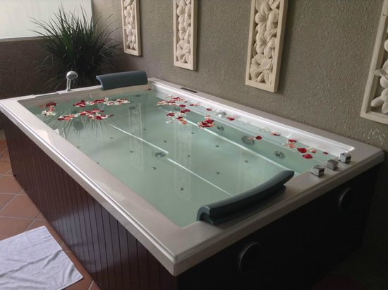 Port Dickson, Malasia: Spa Bathtub