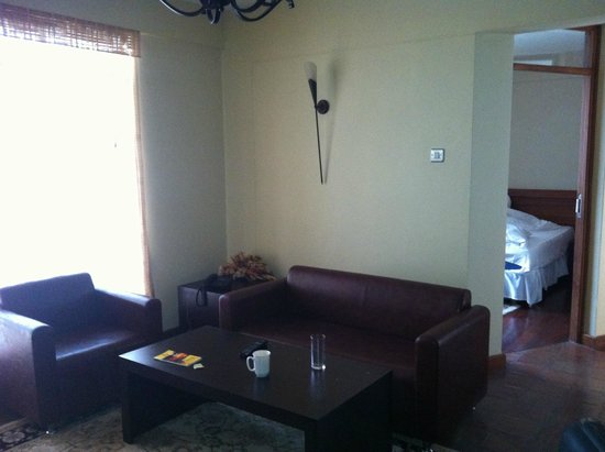 Batians Peak Serviced Apartments: Drawing room