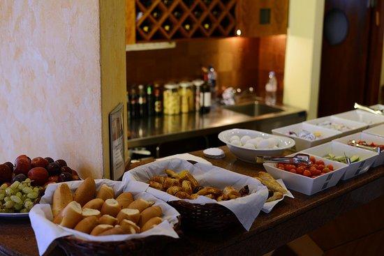 Abratel Suites Hotel: brakfast