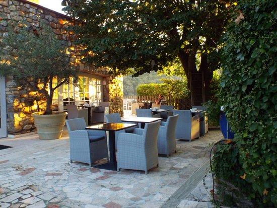 Le Relais Des Chartreuses: relaxing terrace