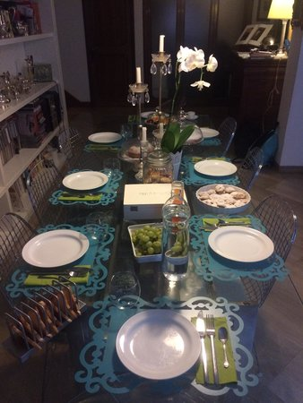 Cristina Rossi Bed and Breakfast: Lovely breakfast table