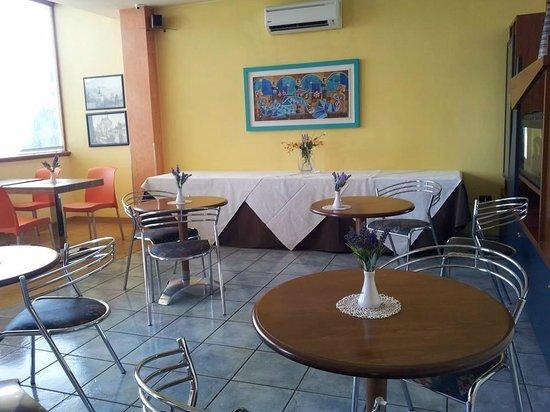 Maiuri Hotel: Breakfast area