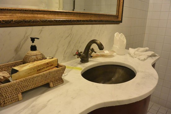 Bathroom picture of vintage luxury yacht hotel yangon for Hotel vintage luxury yacht
