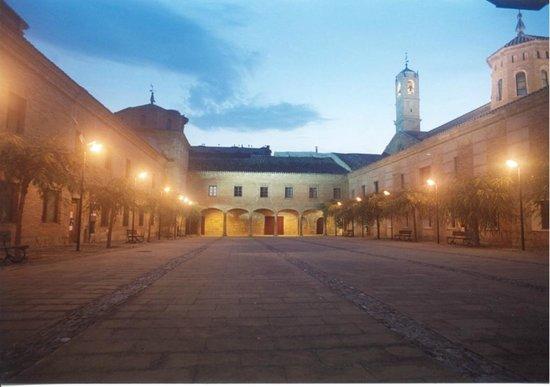 Monasterio de Fitero: Plaza de las Malvas - antiguo segundo claustro