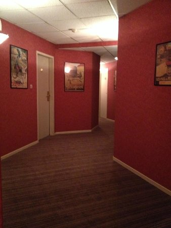 Hotel Bristol : Couloirs menant aux chambres