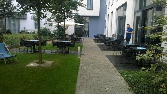 Motel One Dusseldorf Hbf: Park und Auslauf / Freisitz im Motel One Düsseldorf
